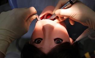 Hanako Showa - robot pasien gigi