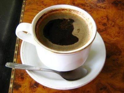 Secangkir kopi tubruk.