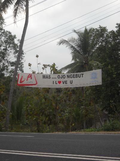 Spanduk jangan ngebut yang unik di Kulonprogo DIY