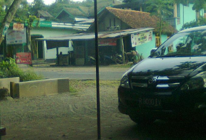 Salah satu warung sate ayam di Ambal.