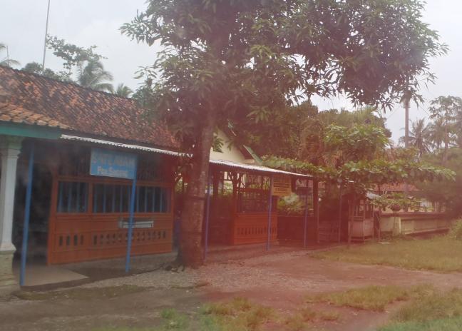 Warung dengan bangunan tradisional untuk berjualan sate Ambal.