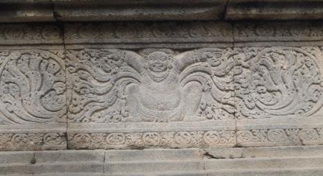Salah satu relief di candi Lumbung.