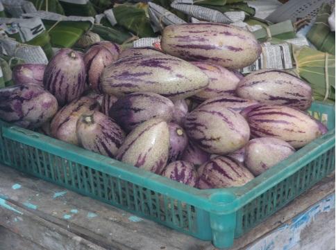 Tumpukan buah melody dijual di Ketep, Magelang.